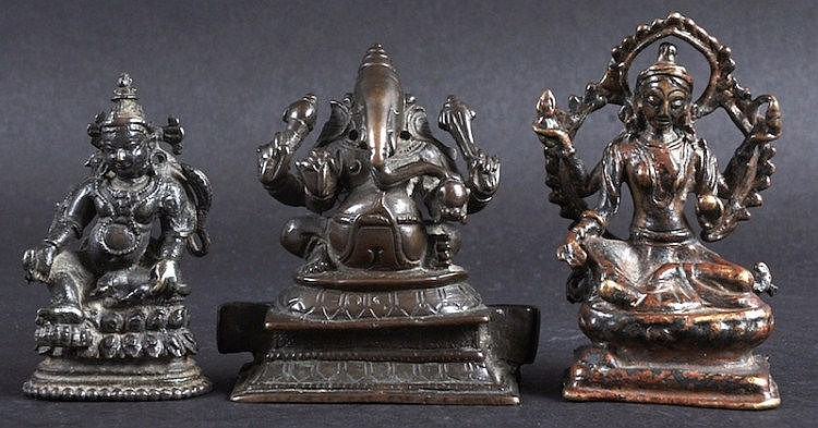 A 19TH CENTURY INDIAN BRONZE FIGURE OF GANESHA