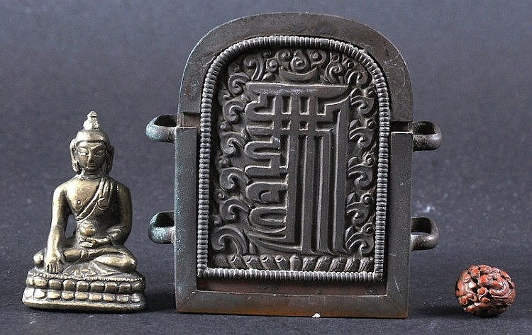 A 19TH CENTURY TIBETAN BRONZE FIGURE OF A BUDDHA