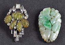 AN EARLY 20TH CENTURY CHINESE SILVER AND JADE CLIP