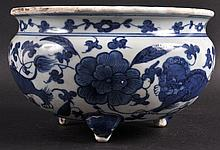 A CHINESE QING DYNASTY BLUE AND WHITE CENSER Wanli