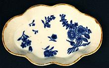 AN 18TH CENTURY CHINESE BLUE & WHITE PORCELAIN SPOON TRAY