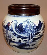 AN 18TH/19TH CENTURY CHINESE BLUE & WHITE PROVINCIAL PORCELAIN JAR