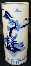 AN EARLY 20TH CENTURY JAPANESE BLUE & WHITE CYLINDRICAL PORCELAIN VASE