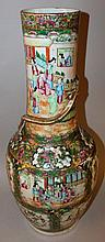 A GOOD LARGE 19TH CENTURY CHINESE CANTON PORCELAIN VASE