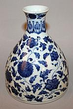 A CHINESE MING-STYLE BLUE & WHITE PORCELAIN VASE
