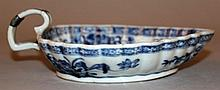 AN 18TH CENTURY CHINESE BLUE & WHITE PORCELAIN LEAF-FORM PORCELAIN SAUCEBOAT