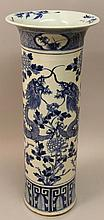 A LARGE 19TH CENTURY CHINESE BLUE & WHITE PORCELAIN DRAGON VASE