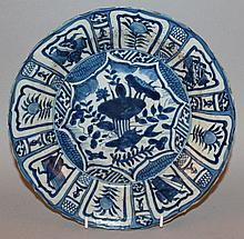 A CHINESE BLUE & WHITE KRAAK STYLE PORCELAIN DISH