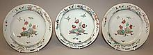 A GOOD & UNUSUAL PAIR OF 18TH CENTURY CHINESE QIANLONG PERIOD FAMILLE VERTE PORCELAIN PLATES