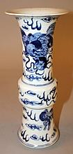 A 19TH CENTURY CHINESE BLUE & WHITE PORCELAIN GU VASE