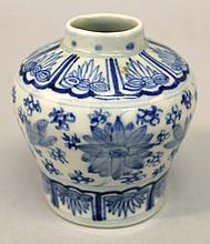 A SMALL CHINESE BLUE & WHITE PORCELAIN JAR