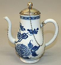 AN EARLY/MID 18TH CENTURY CHINESE SILVER-MOUNTED BLUE & WHITE PORCELAIN JUG & COVER