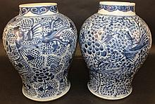 A GOOD NEAR LARGE PAIR OF CHINESE KANGXI PERIOD BLUE & WHITE PORCELAIN VASES
