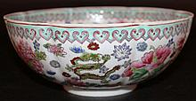 A 20TH CENTURY CHINESE FAMILLE ROSE EGGSHELL PORCELAIN BOWL