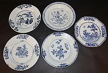 FIVE 18TH CENTURY CHINESE QIANLONG PERIOD BLUE & WHITE PORCELAIN PLATES
