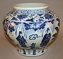 A LARGE CHINESE MING-STYLE BLUE & WHITE PORCELAIN JAR