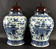 A LARGE PAIR OF 19TH CENTURY CHINESE BLUE & WHITE PORCELAIN JARS