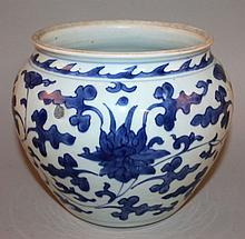A GOOD CHINESE TRANSITIONAL PERIOD BLUE & WHITE PORCELAIN JAR