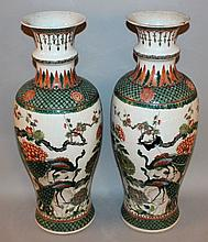 A LARGE PAIR OF GOOD QUALITY 19TH CENTURY CHINESE FAMILLE VERTE PORCELAIN VASES