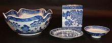 A CHINESE BLUE & WHITE CANTON PORCELAIN BOWL