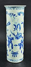 A 19TH CENTURY CHINESE BLUE & WHITE PORCELAIN VASE