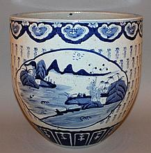 A LARGE CHINESE BLUE & WHITE PORCELAIN JARDINIERE
