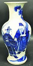 A LARGE 19TH CENTURY CHINESE BLUE & WHITE PORCELAIN VASE