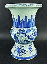 A LARGE 19TH CENTURY CHINESE BLUE & WHITE PORCELAIN VASE