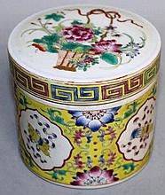 A CHINESE FAMILLE ROSE BOX AND COVER, 3.1in high.