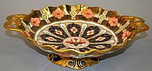 A 20TH CENTURY ROYAL CROWN DERBY IMARI PATTERN TWO HANDLED DISH.