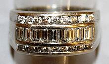 A GOOD DIAMOND AND GOLD RING, eight baguette diamonds and twenty smaller diamond