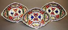 AN 18TH CENTURY DERBY IMARI STYLE DISHES.