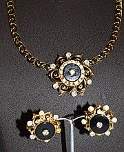 A DECORATIVE GILT NECKLACE and pair of EARRINGS se