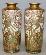 A MIRROR PAIR OF SIGNED EARLY 20TH CENTURY JAPANESE SATSUMA EARTHENWARE VASES
