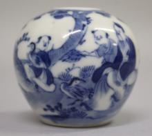 A SMALL 19TH CENTURY CHINESE BLUE & WHITE PORCELAIN WATER POT