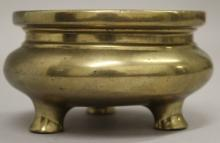 A GOOD 18TH/19TH CENTURY CHINESE POLISHED BRONZE TRIPOD CENSER