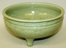 ANOTHER GOOD CHINESE YUAN/MING DYNASTY LONGQUAN CELADON PORCELAIN TRIPOD CENSER