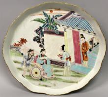 A GOOD QUALITY LATE 19TH CENTURY CHINESE FAMILLE ROSE SHAPED OVAL PORCELAIN TRAY