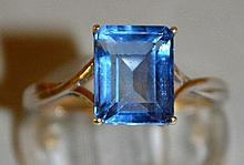 A GOOD FIVE STONE RING set in 9ct gold.