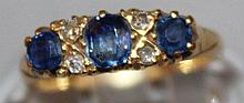 A GOOD 18CT YELLOW GOLD, DIAMOND AND SAPPHIRE RING