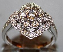 A SUPERB DIAMOND CLUSTER RING set in 18ct white go