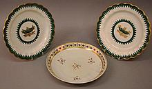 AN PAIR OF 18TH CENTURY WORCESTER PLATES painted w