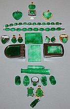AN ASSORTMENT OF CHINESE JADE-LIKE JEWELLERY AND C