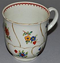 AN 18TH CENTURY WORCESTER POLYCHROME QUEENS FLORAL