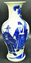 A LARGE 19TH CENTURY CHINESE BLUE & WHITE PORCELAI