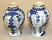 A SMALL PAIR OF CHINESE KANGXI PERIOD BLUE & WHITE