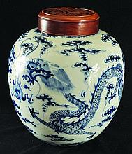 A 19TH CENTURY CHINESE BLUE & WHITE PORCELAIN DRAG