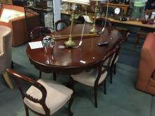 VICTORIAN DINING TABLE & 6 BALLOON BACK CHAIRS