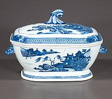 Blue and white Chinese porcelain soup tureen with scenic decoration, c.1860, 12