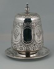 English silver plated biscuit barrel with panelled floral design around the sides, c.1920, 8